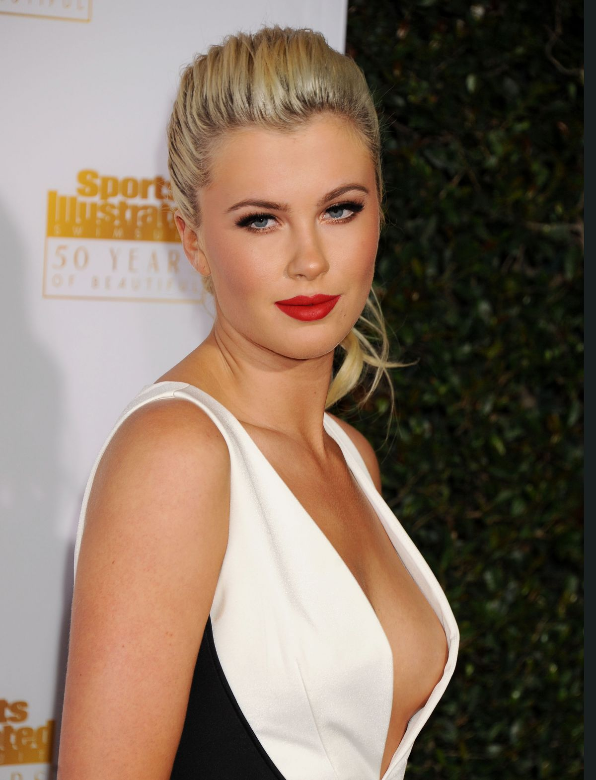 61 Hot Pictures Of Ireland Baldwin Are Hot As Hellfire