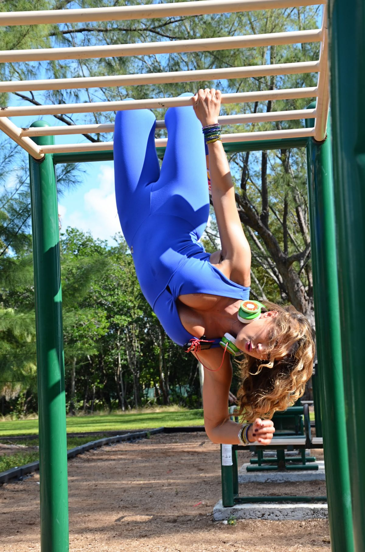 JENNIFER NICOLE LEE Working Out at South Beach Outdoor Gym