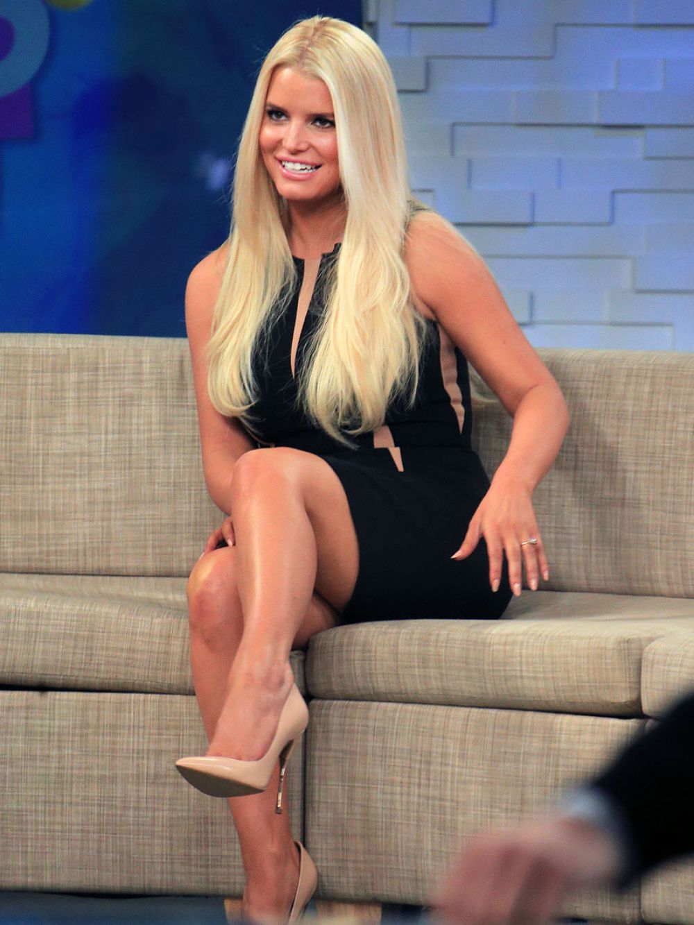 New jessica simpson pics and upskirt