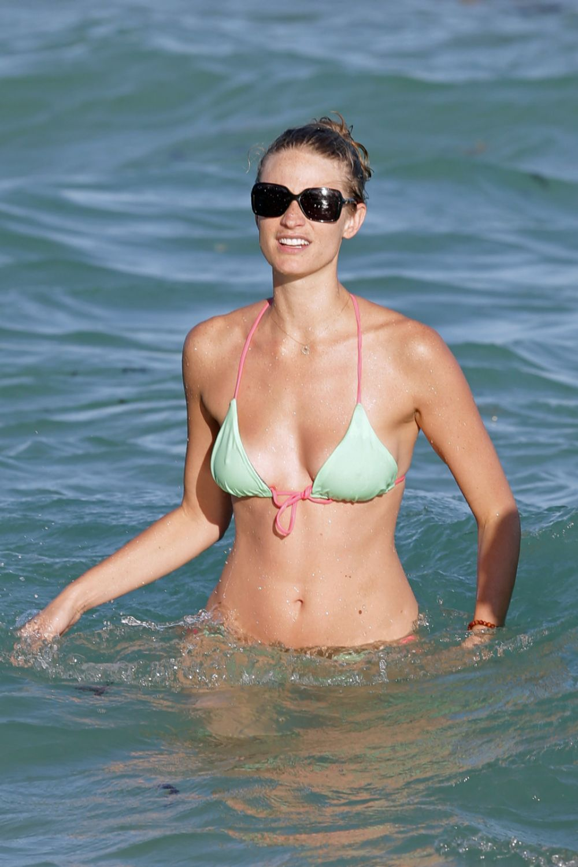 Megan henderson topless — photo 3