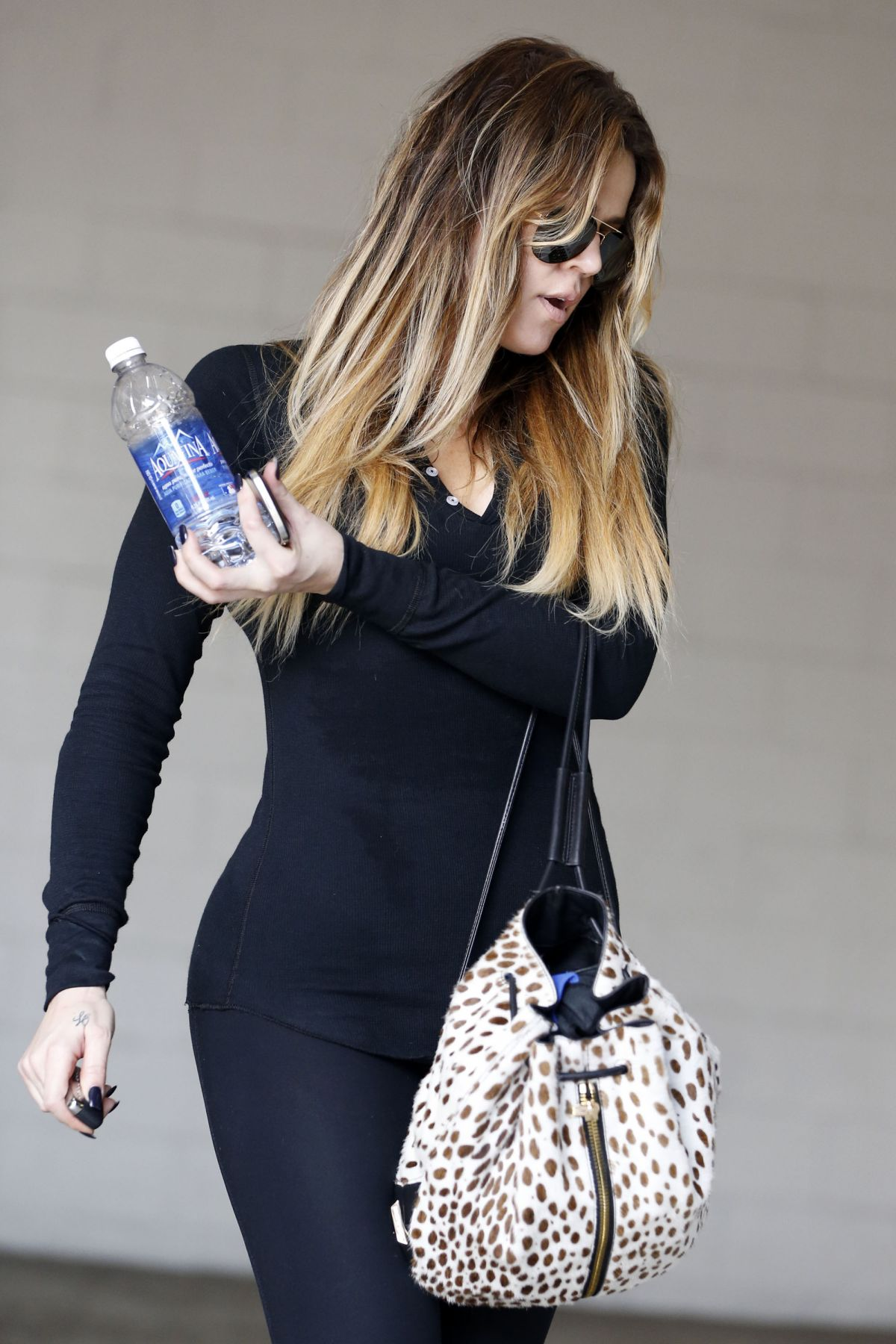 d03b3d07fd9528 KHLOE KARDASHIAN in Leggings Leaves a Gym in Los Angeles – HawtCelebs