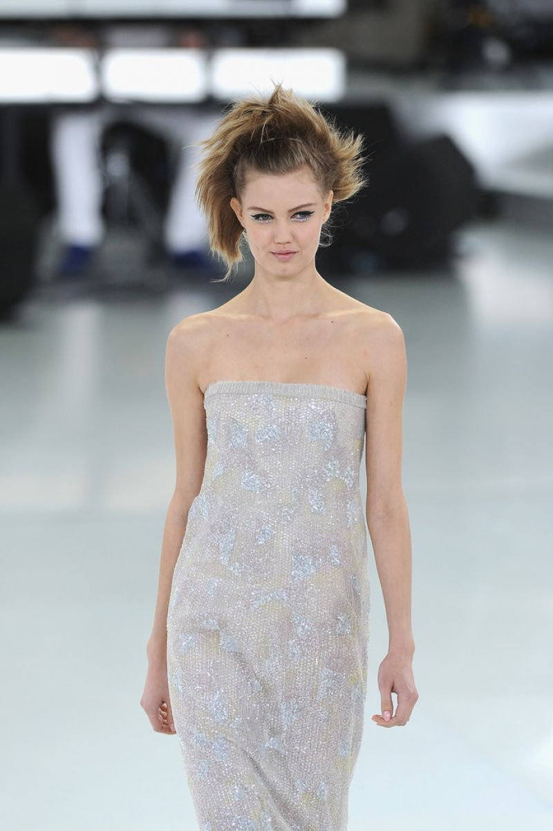LINDSEY WIXSON – Chanel Fashion Show in Paris