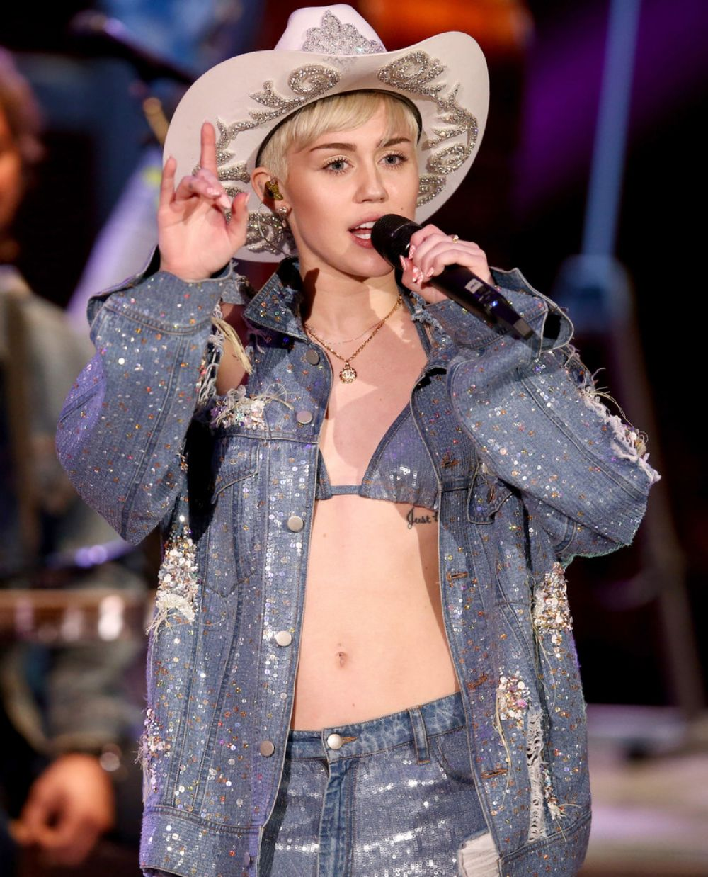 MILEY CYRUS Perofrms at MTV Unplugged in Hollywood ...