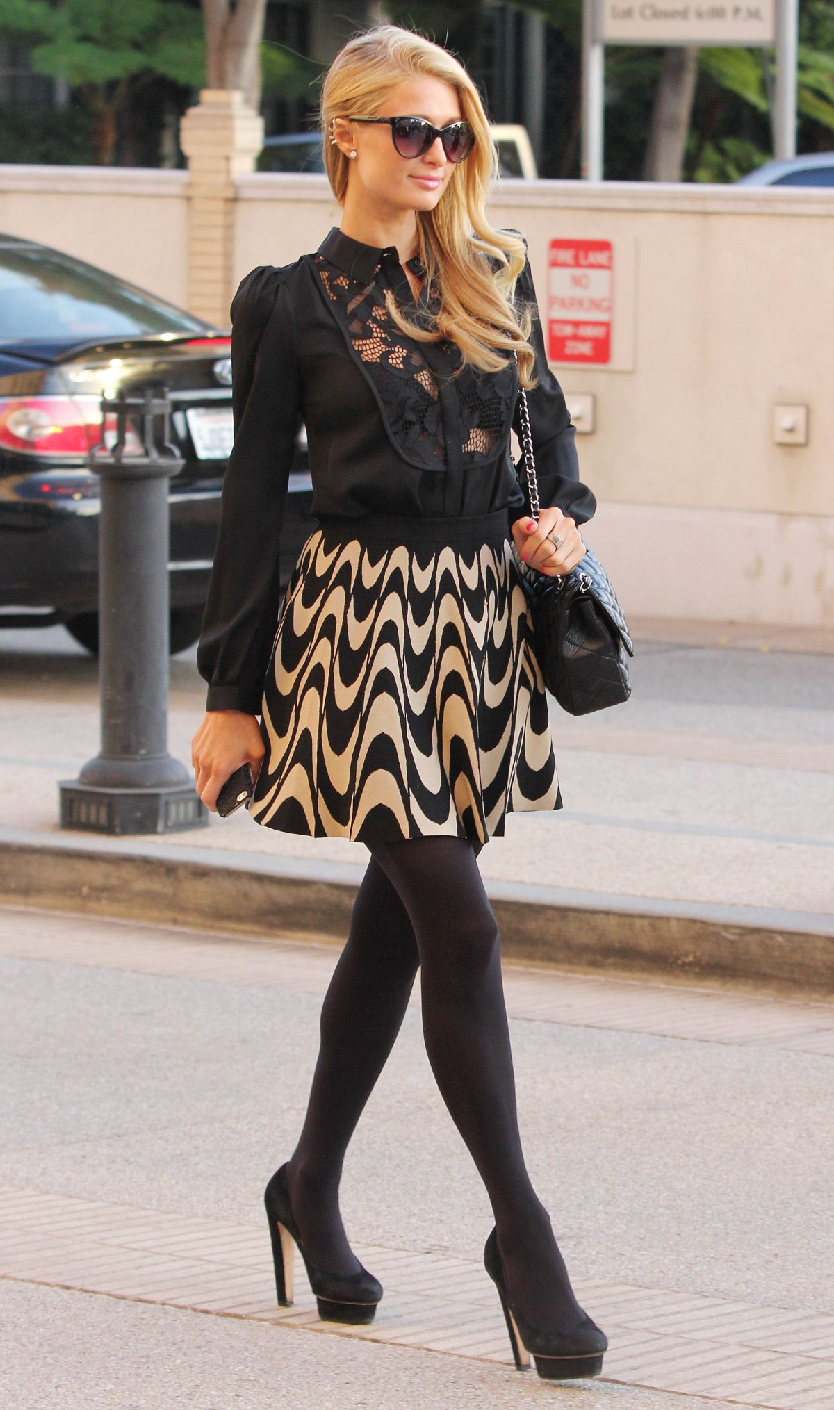 Paris Hilton Shopping At Barneys Of New York In Beverly