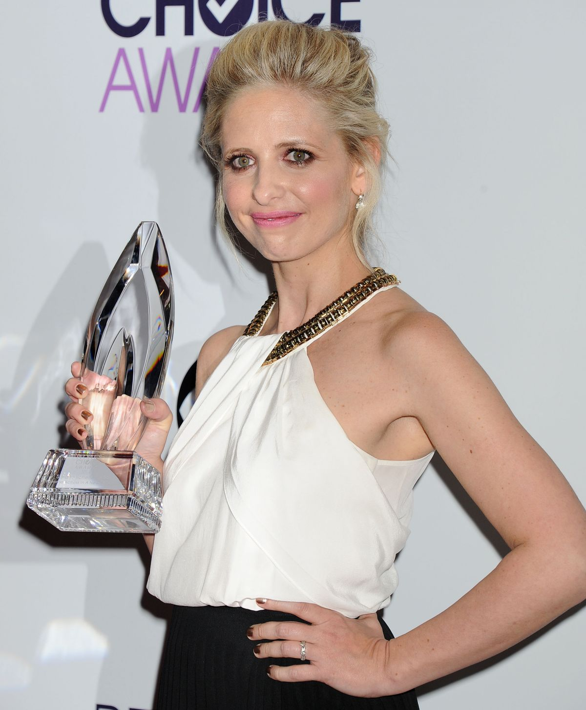 SARAH MICHELLE GELLAR at 40th Annual People's Choice Awards in Los Angeles 1