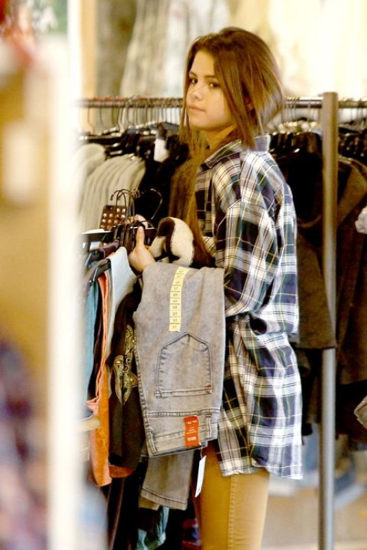 SELENA GOMEZ Out Shopping in Studio Cty