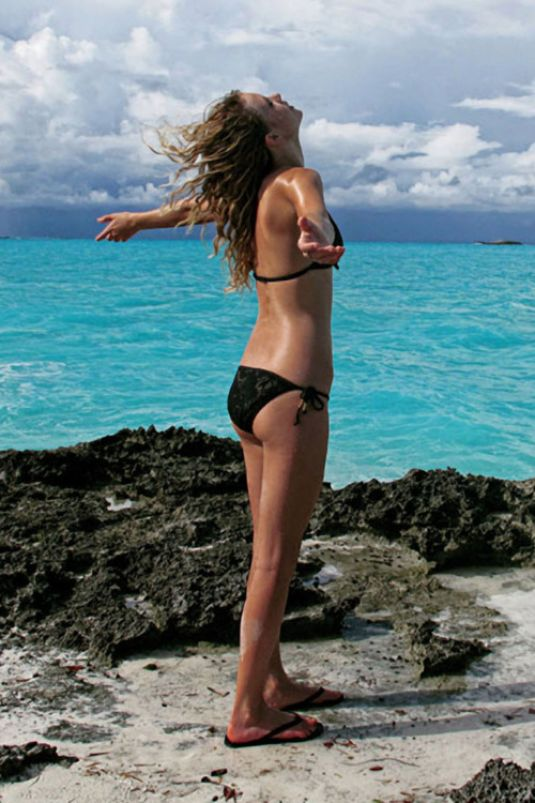 Taylor Swift Personal Bikini Pictures Hawtcelebs