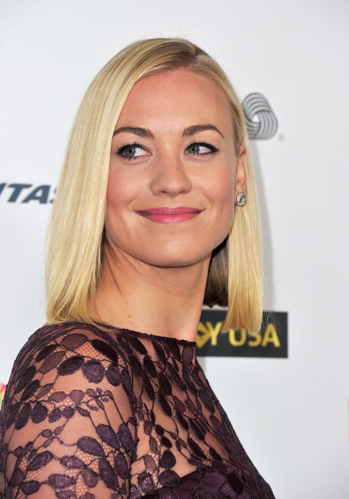 Super Hollywood: Yvonne Strahovski Profile, Pictures And