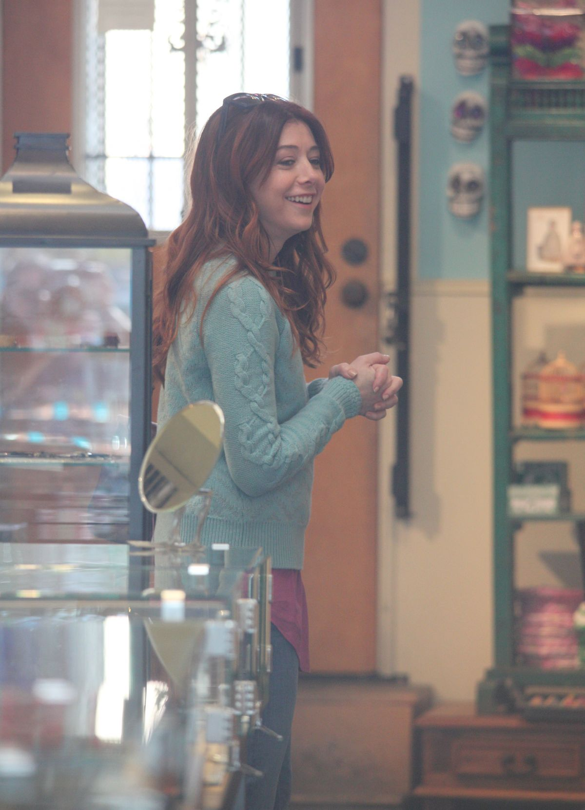 Alyson hannigan shopping at cartier in beverly hills for Cartier in beverly hills