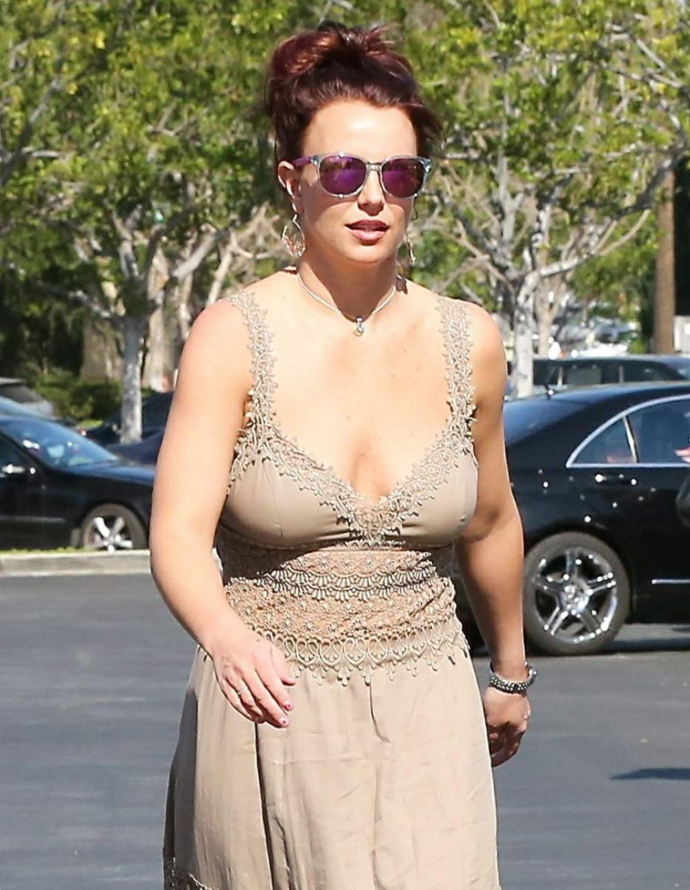 BRITNEY SPEARS Arrives at Marmalade Cafe in Calabasas
