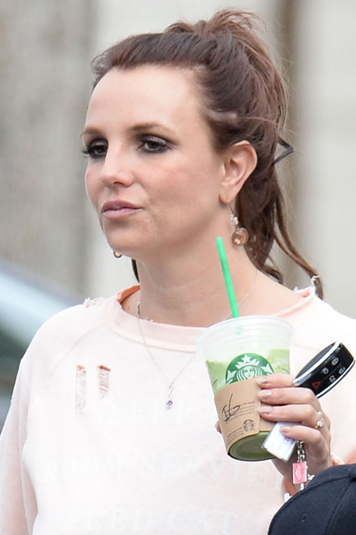 BRITNEY SPEARS Out and About in Thousand Oaks