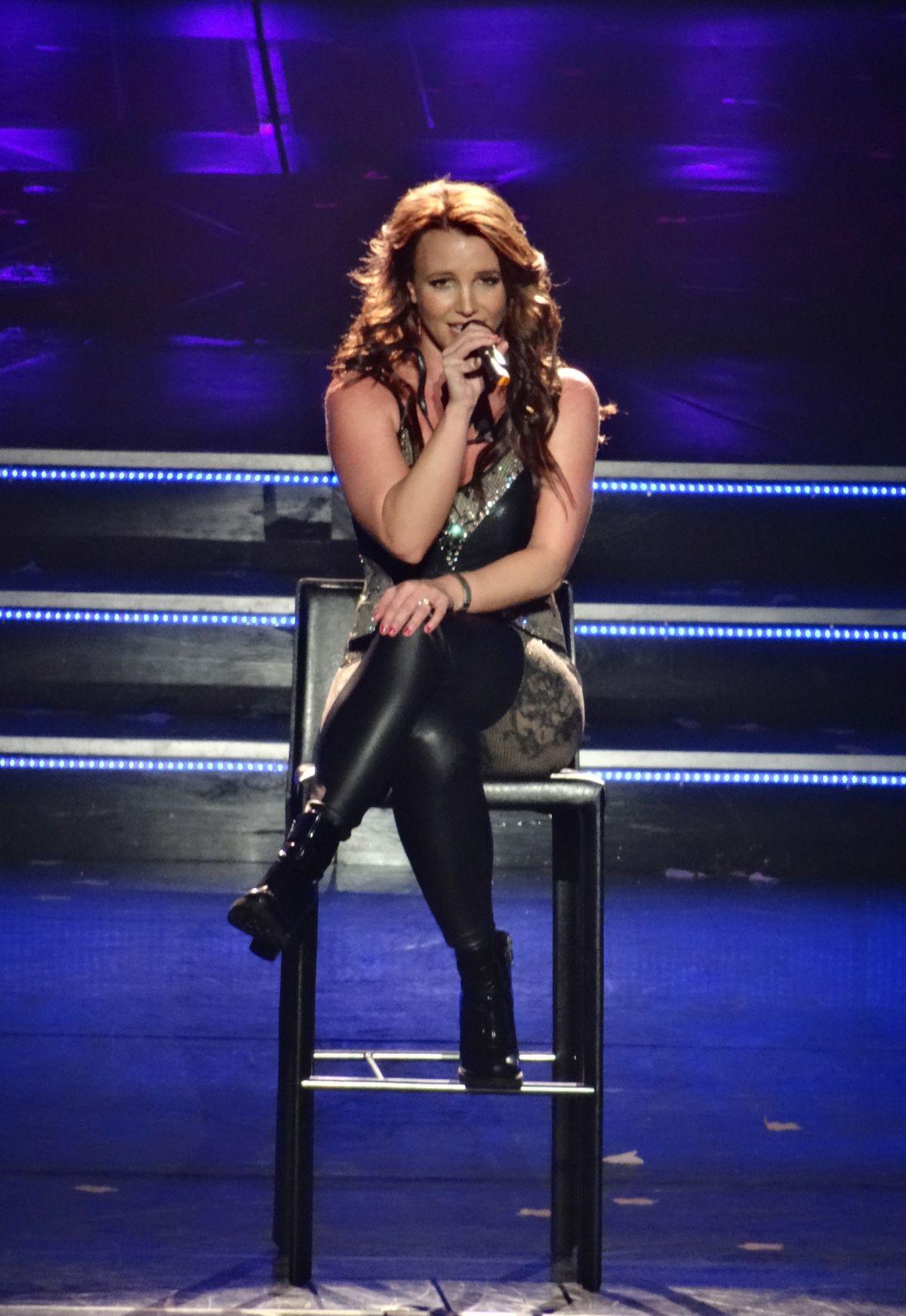 BRITNEY SPEARS Performs Live in Las Vegas - HawtCelebs - HawtCelebs