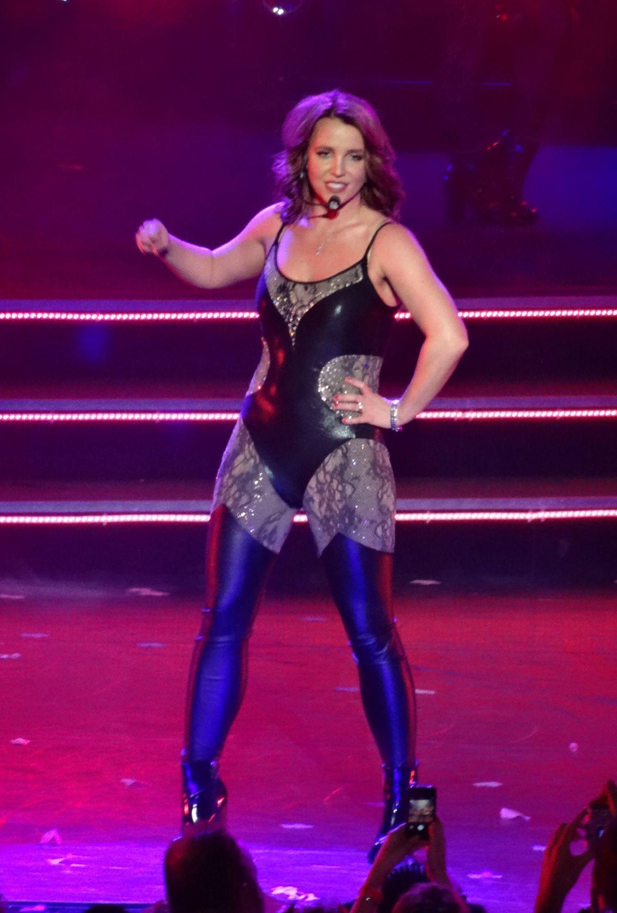 BRITNEY SPEARS Performs Live in Las Vegas - HawtCelebs ... Britney Spears Vegas