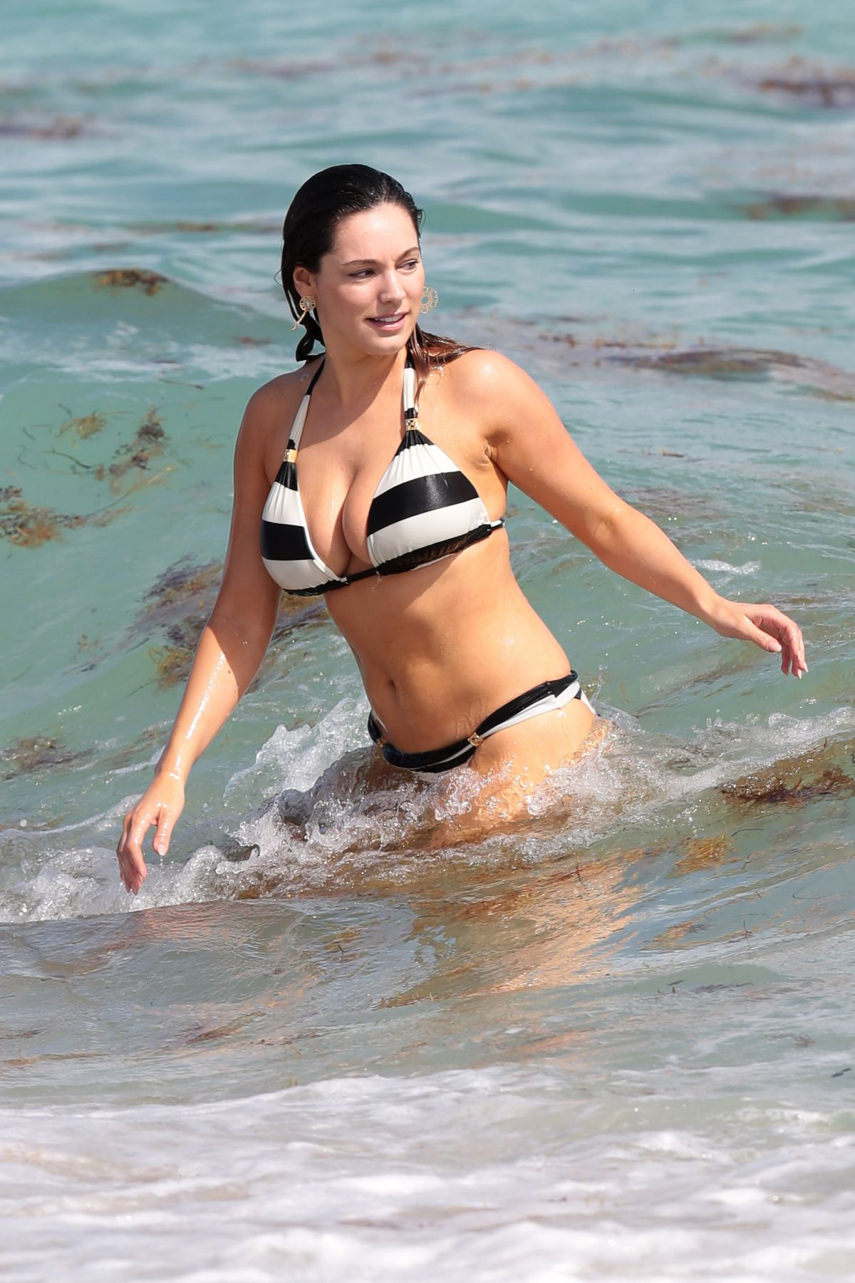 Kelly Brook in Patterned Bikini on the beach in Thailand Pic 23 of 35