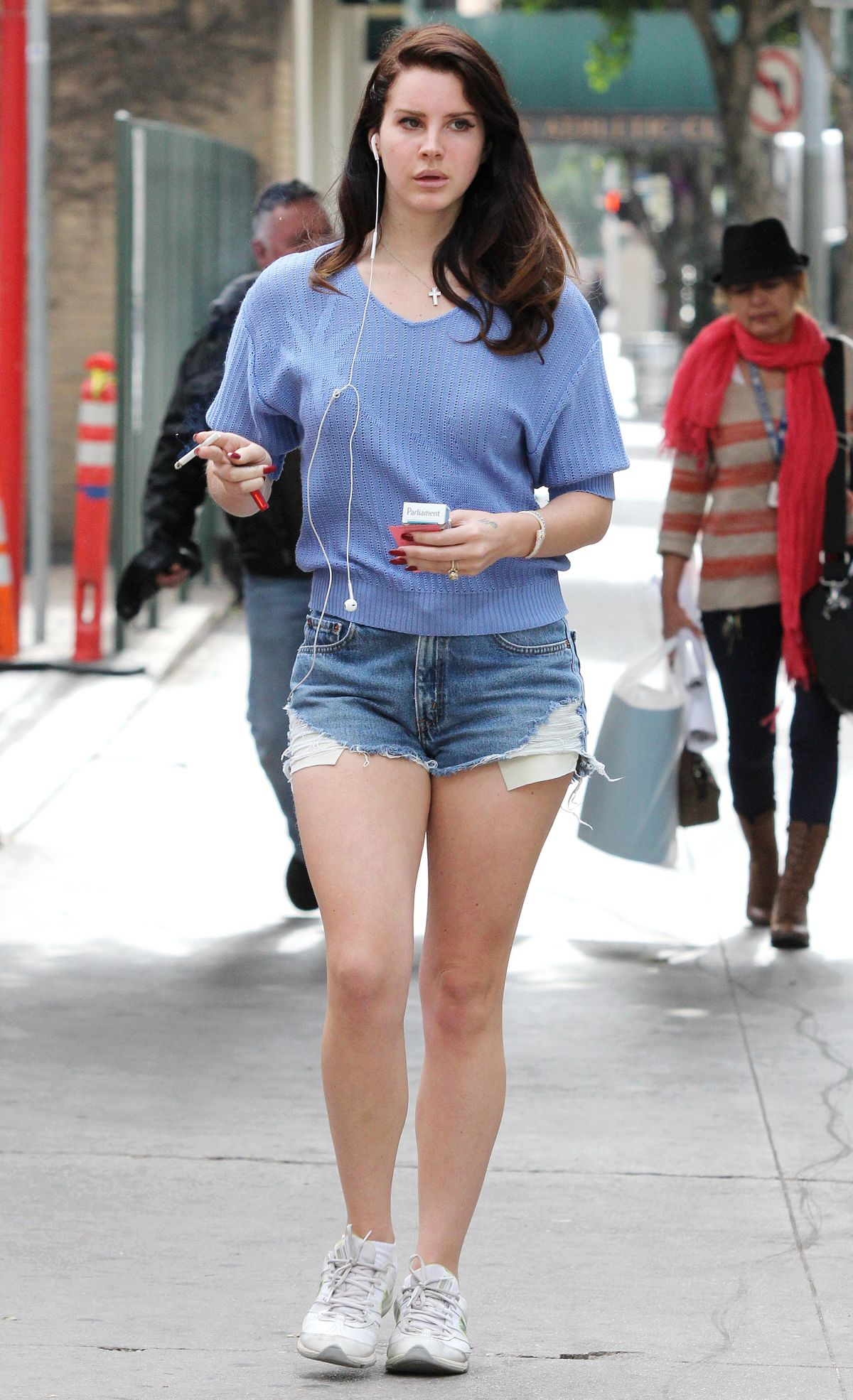 Lana Del Rey In Jeans Shorts Out For A Coffee At Bruno