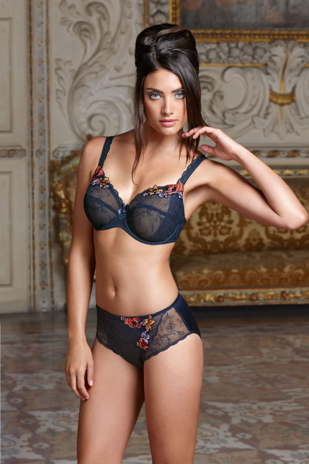 LAUREN MELLOR - Eprise de Lise Charmel 2014 Collection