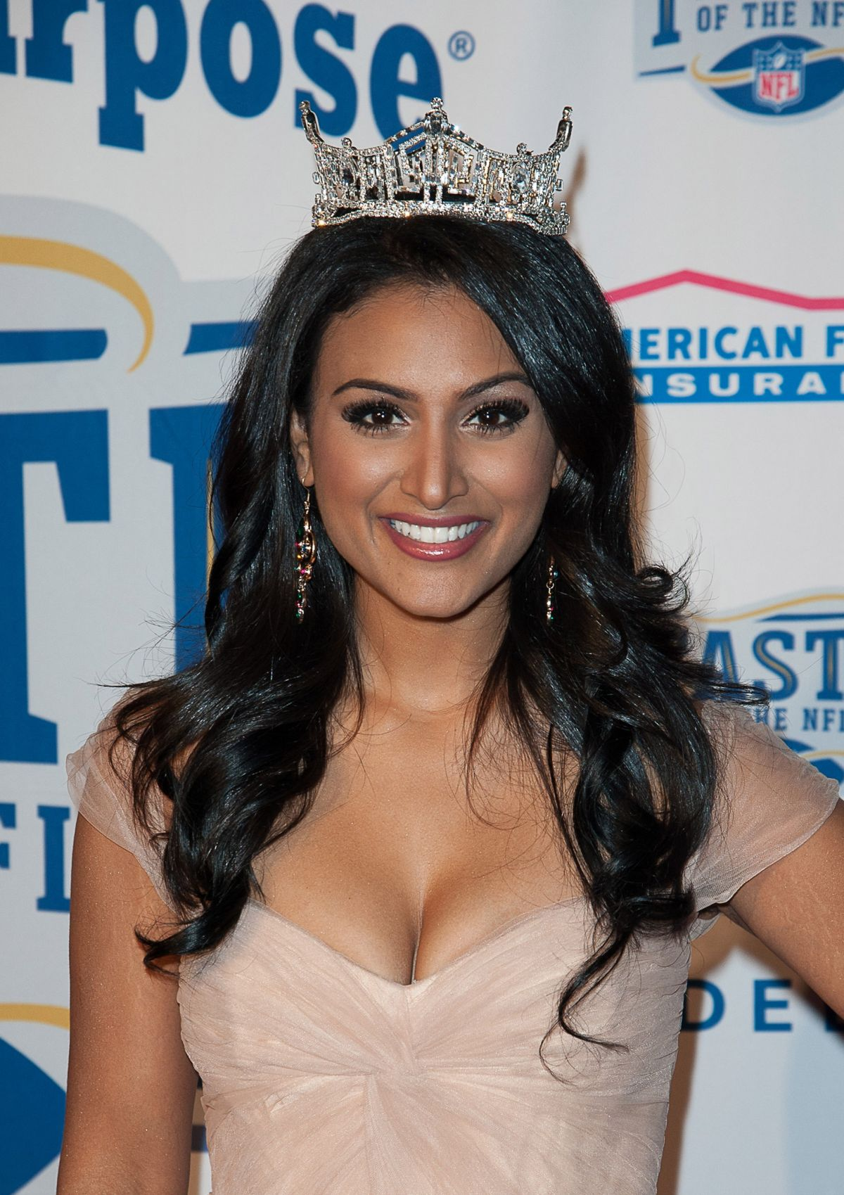 Miss America 2014, NINA DAVULURI ar Super Bowl Party with a Purpose