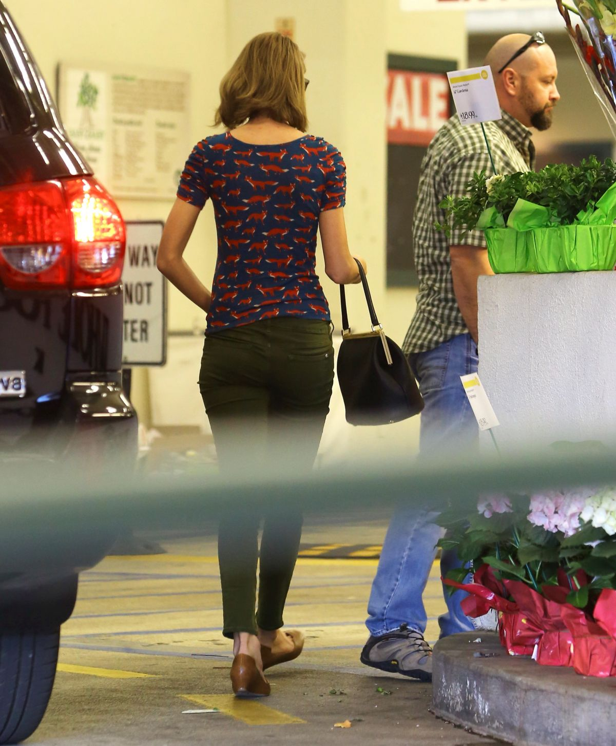 Los Angeles Supermarket: TAYLOR SWIFT Shoping Grocery At A Store In Los Angeles