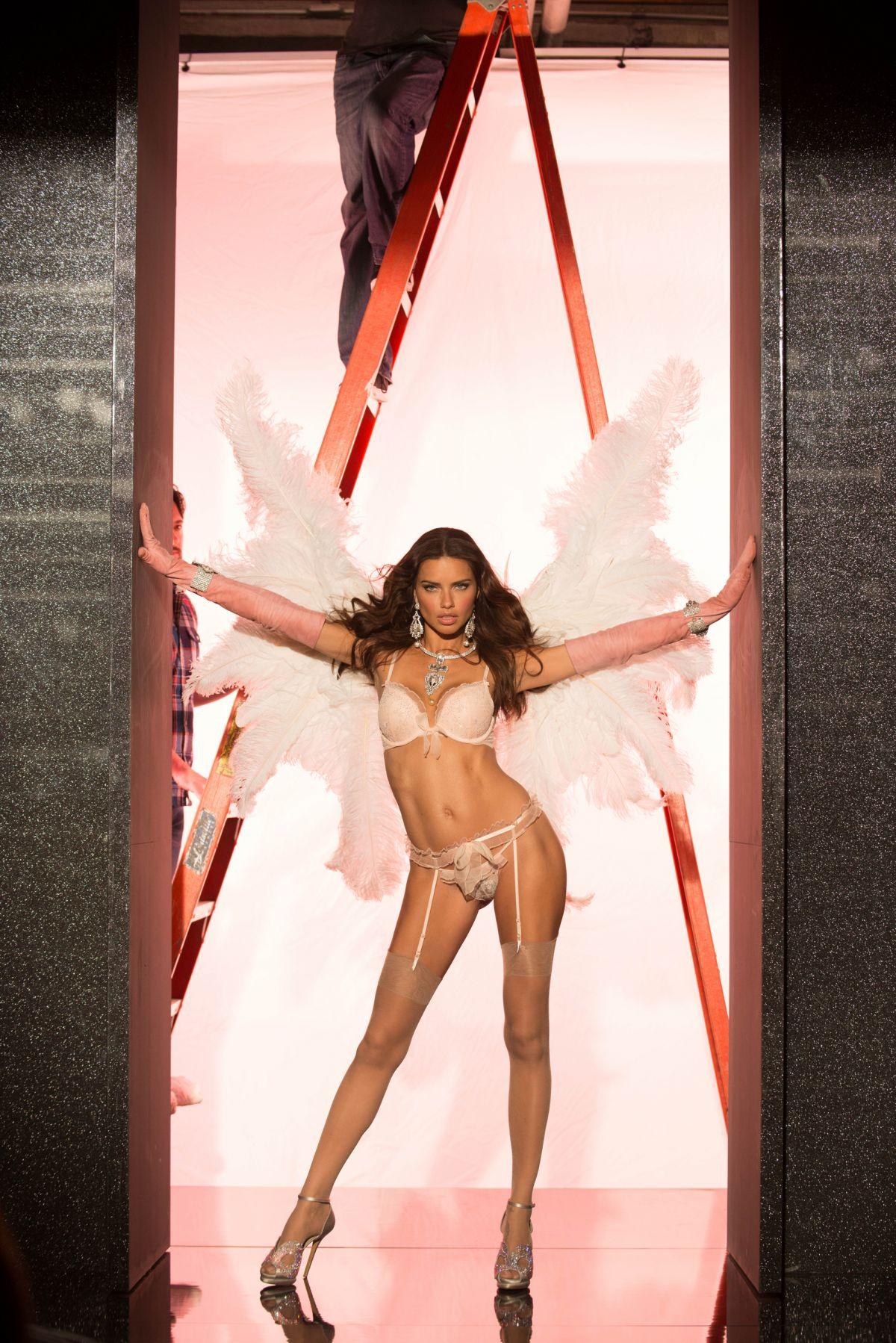 Angel Lima adriana lima – victoria's secret angel credit card