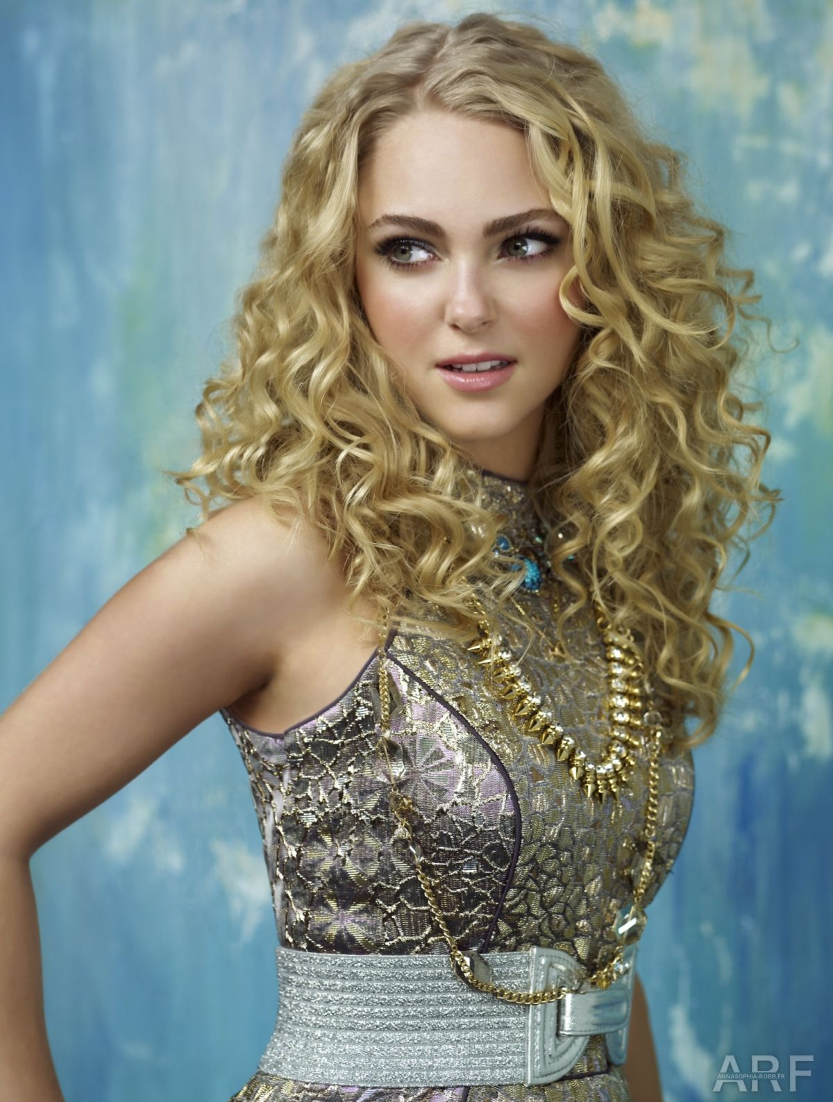 ANNASOPHIA ROBB - The Carrie Diaries Promo