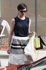 ANNE HATHAWAY out for Lunch at Cheebo in Los Angeles