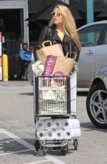 BUSY PHILIPPS Shopping at Whole Foods in West Hollywood