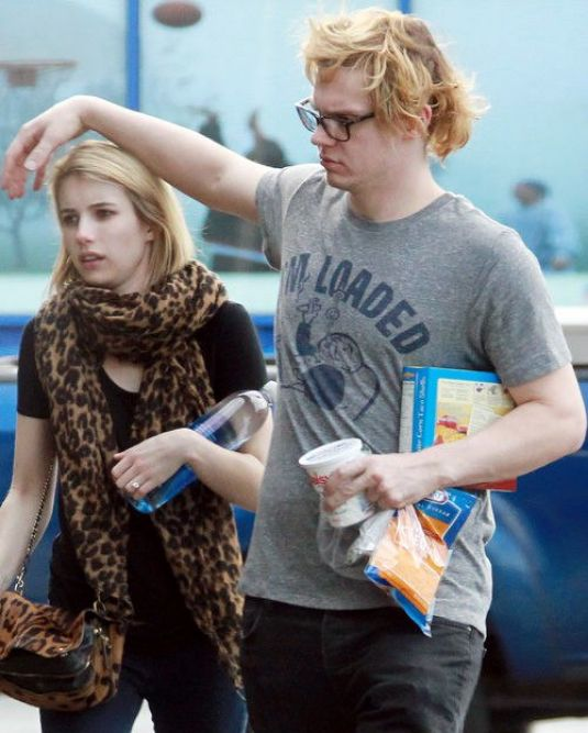 Alleged canoodle with actresses emma roberts nose job, filming of julia roberts