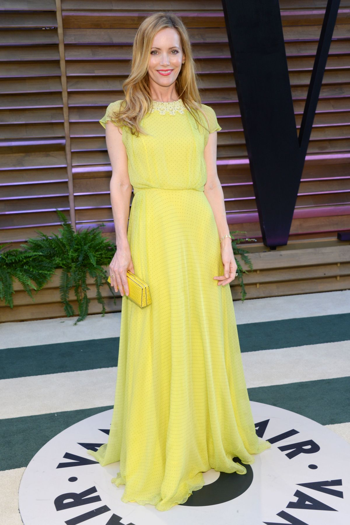 LESLIE MANN at Vanity Fair Oscar Party in Hollywood