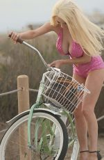 OURTNEY STODDEN Falls off Her Bike in Los Angeles