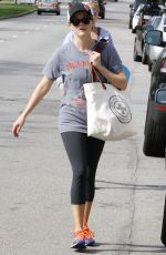 REESE WITHERSOON Leaves Yoga Classes in Brentwood