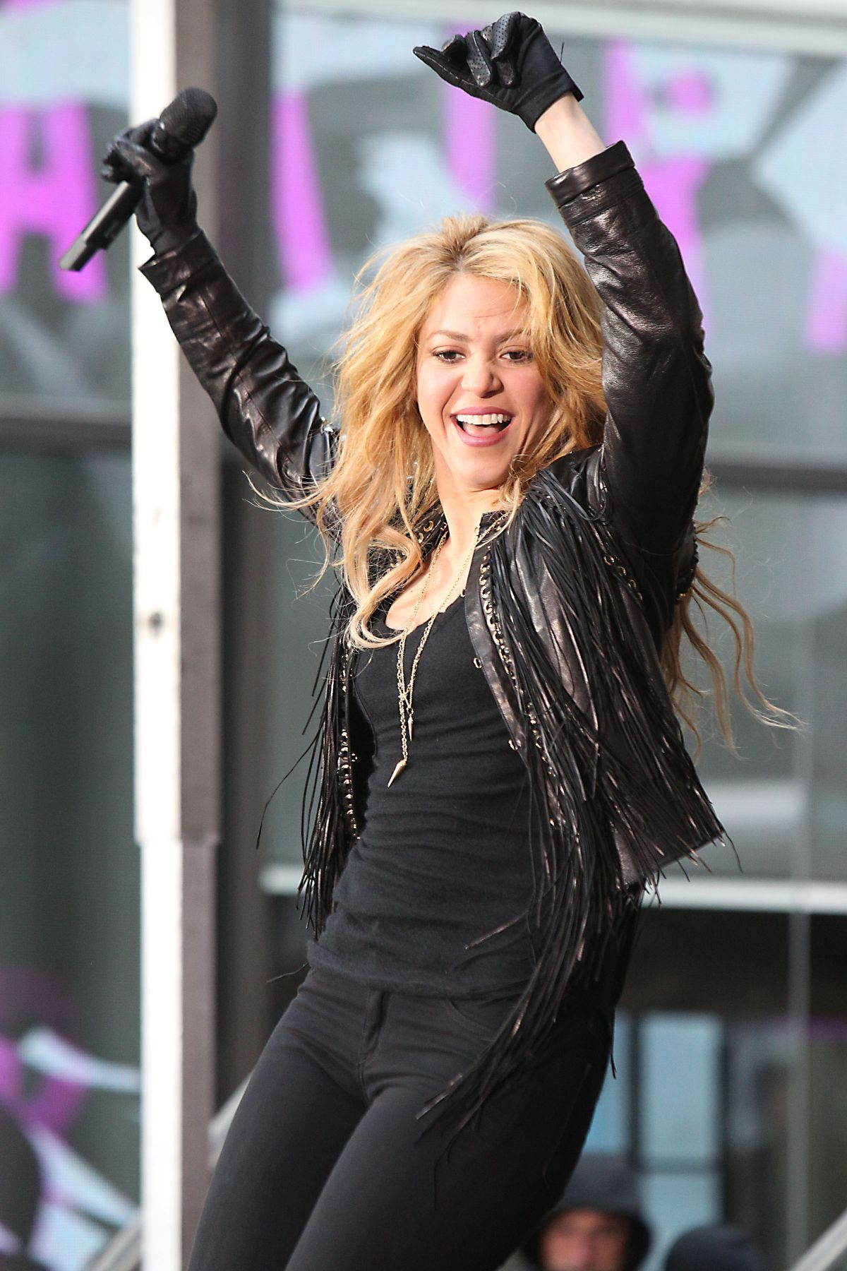Shakira Performs At Today Show In New York Hawtcelebs