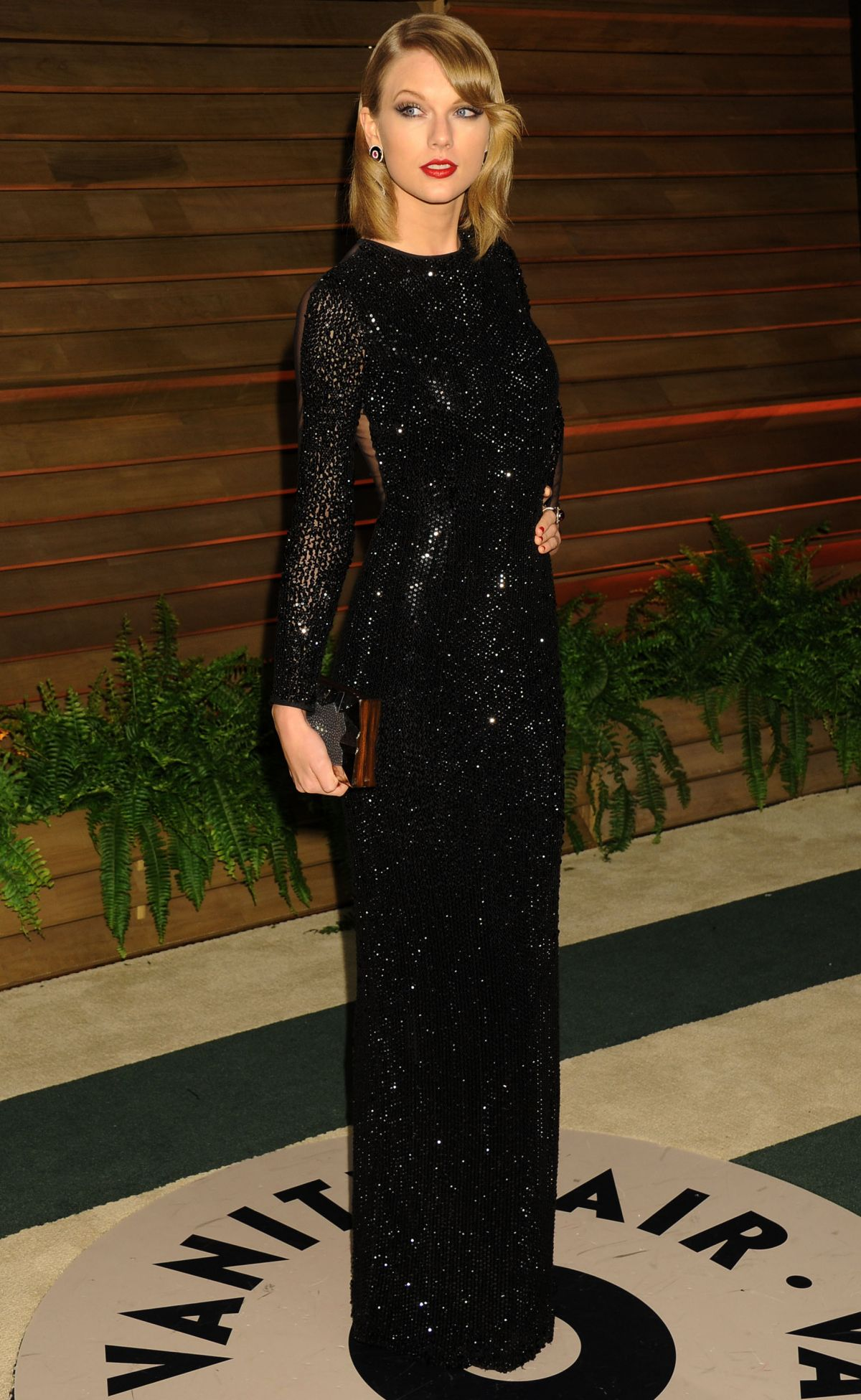 TAYLOR SWIFT at Vanity Fair Oscar Party in Hollywood