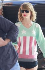 TAYLOR SWIFT in Shorts Arrives at a Gym in Los Angeles