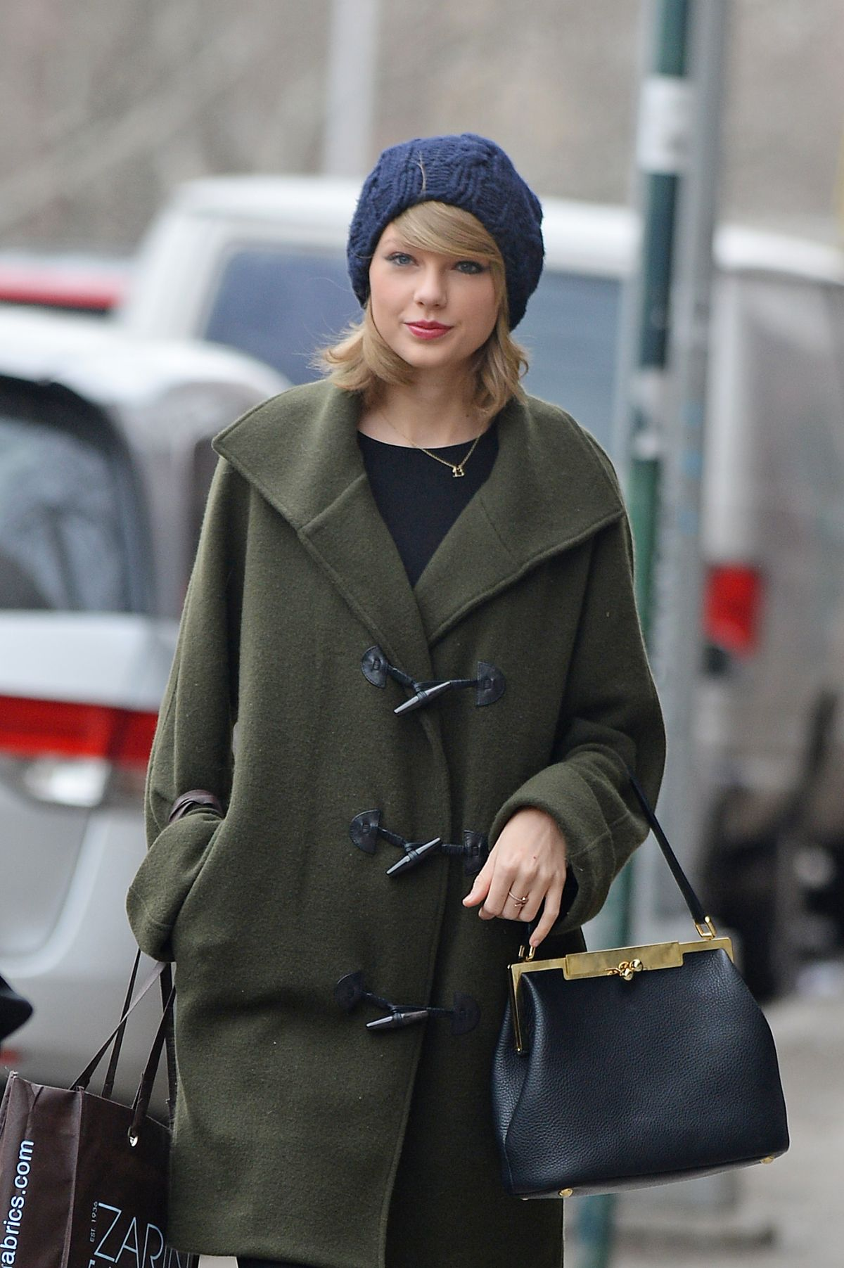 TAYLOR SWIFT Out Shopping in Soho