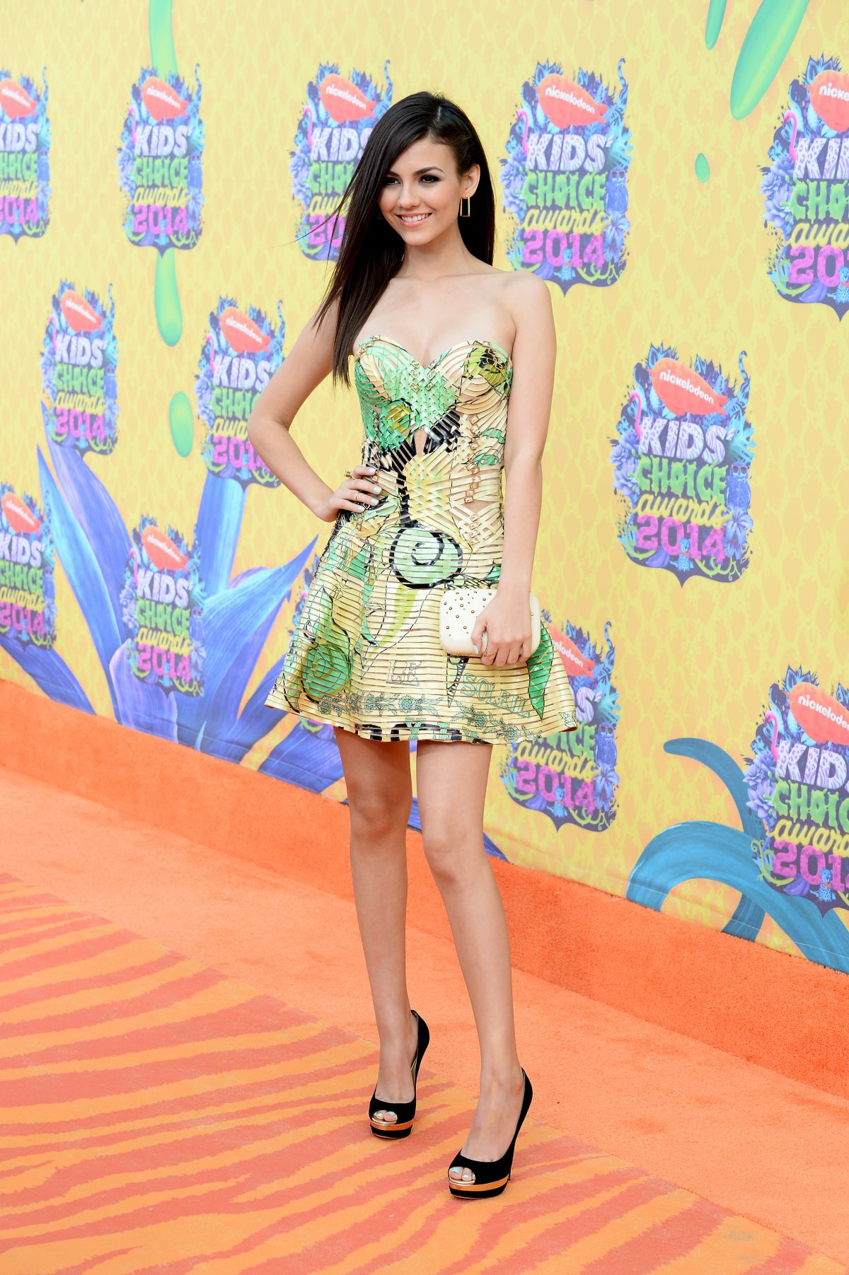 VICTORIA JUSTICE at 2014 Nickelodeon's Kids' Choice Awards in Los ...