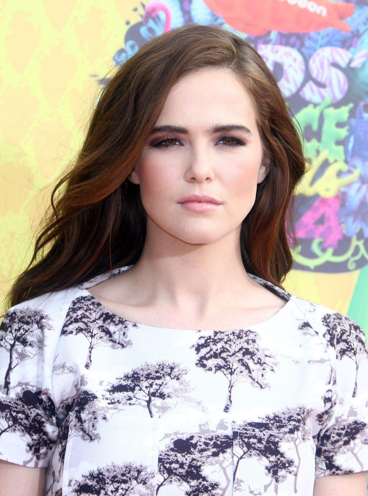 ZOEY DEUTCH at 2014 Nickelodeon's Kids' Choice Awards in Los Angeles