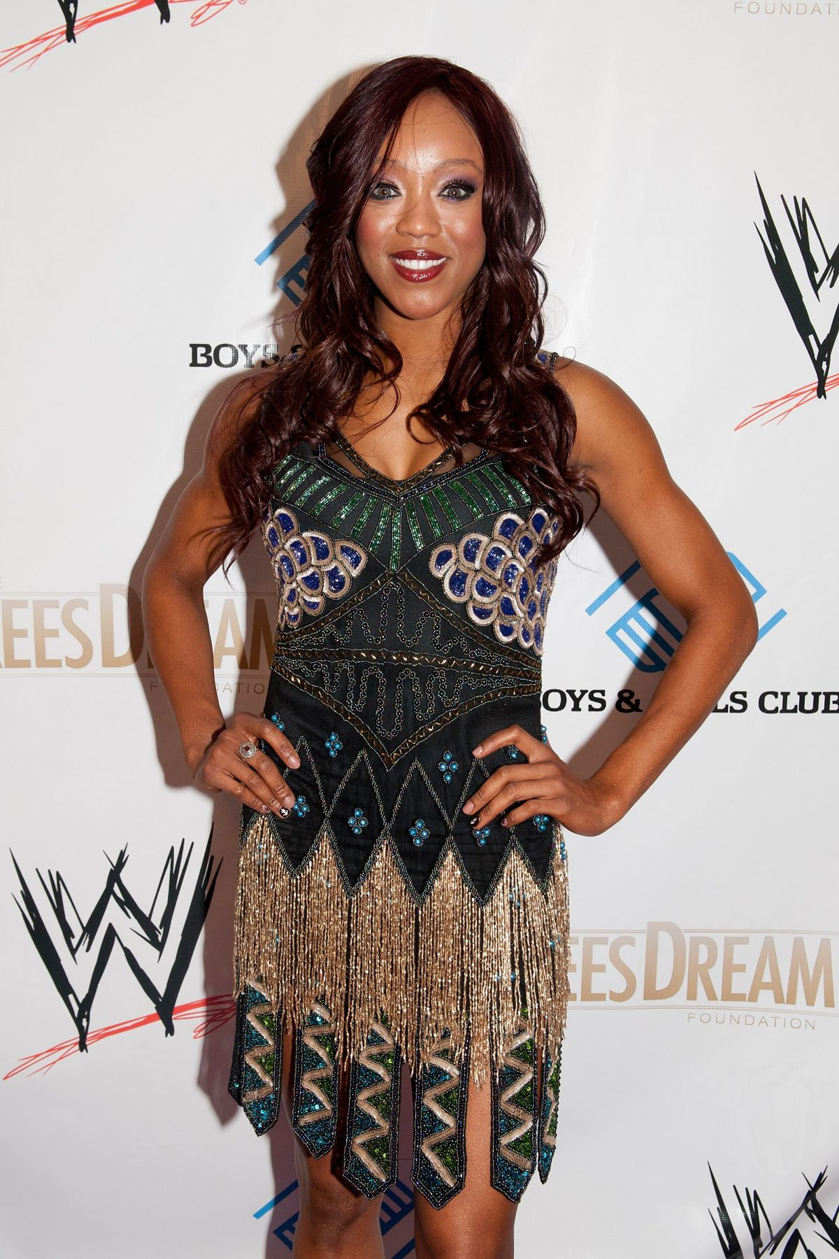 ALICIA FOX (VICTORIA CRAWFORD) at WWE