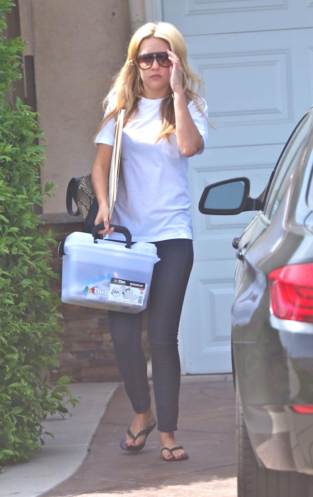 AMANDA BYNES Leaves Her House in Los Angeles