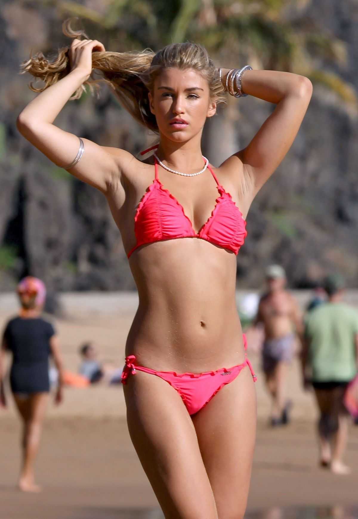 Candid bikini beach pics
