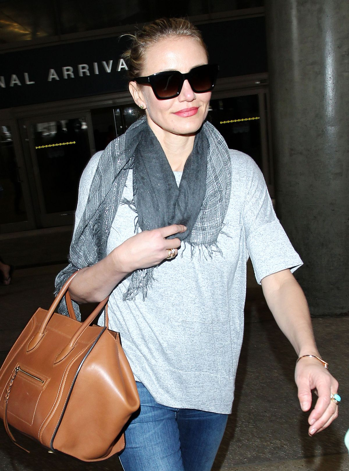 CAMERON DIAZ Arrives at Los Angeles International Airport