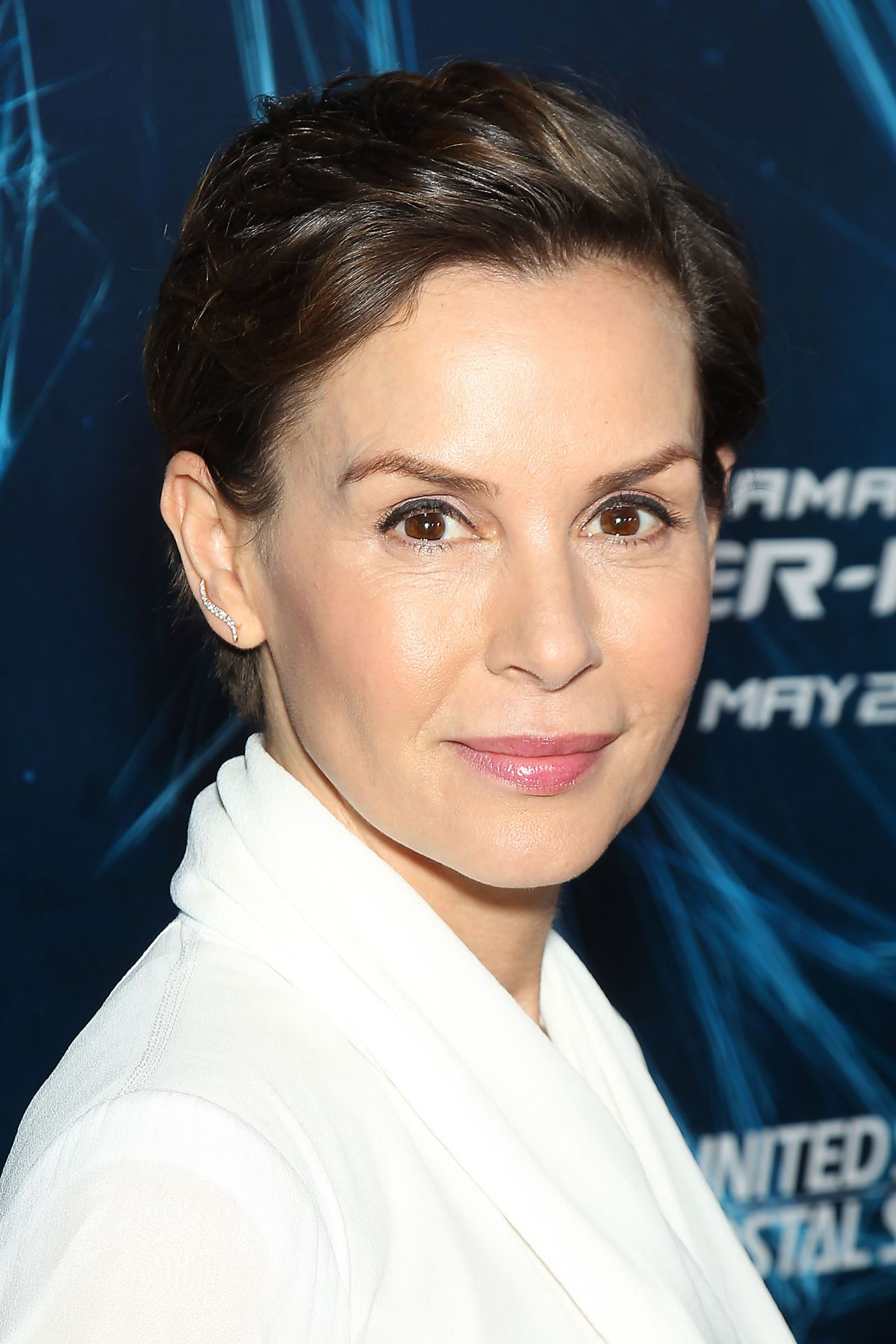 embeth davidtz height