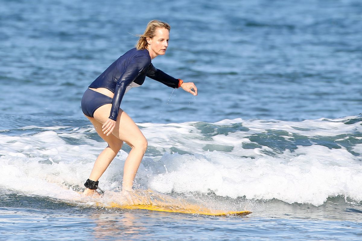 940b37e9c2 HELEN HUNT Surfing in Hawaii - HawtCelebs