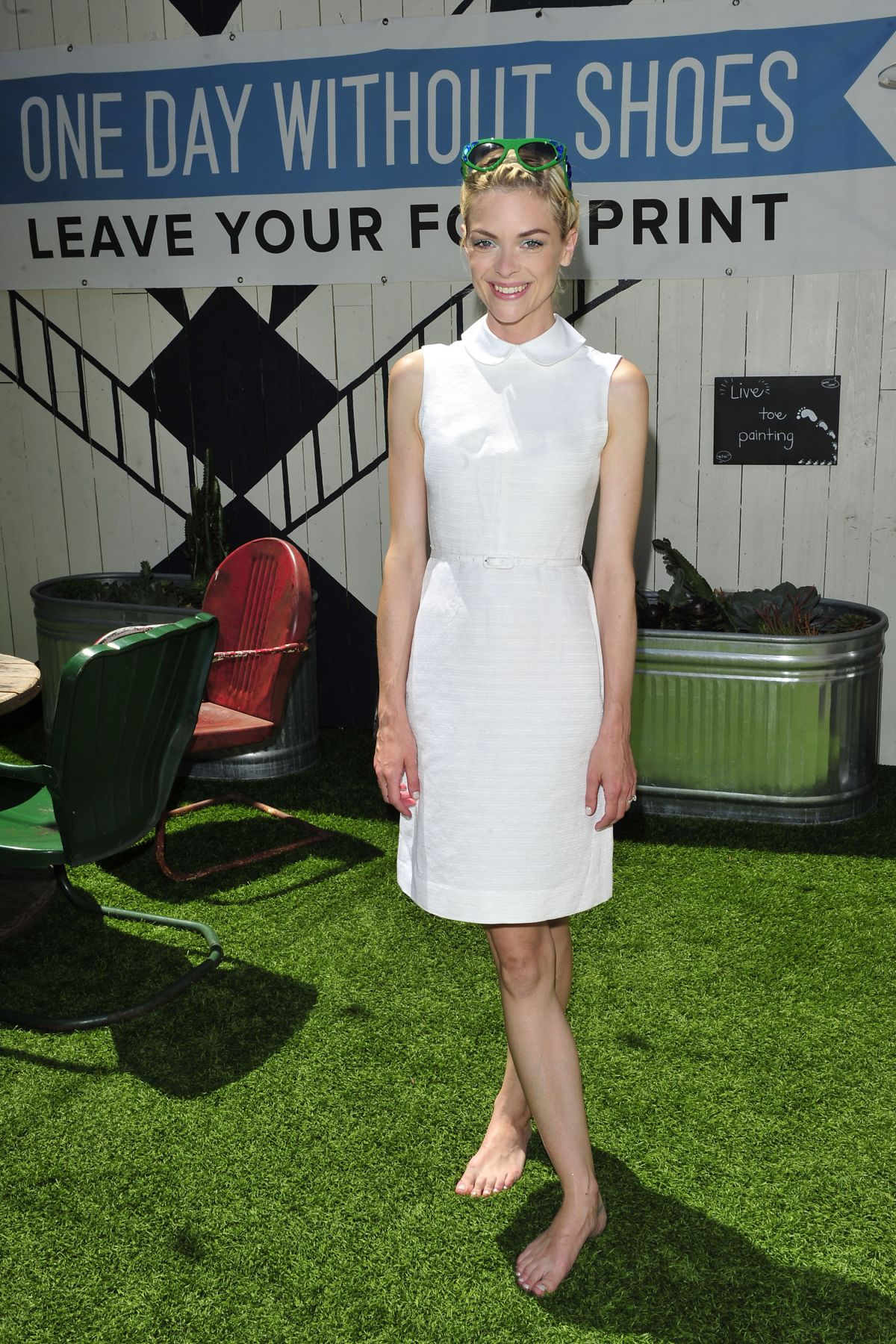 jaimie king at toms to go one day without shoes event in venice hawtcelebs. Black Bedroom Furniture Sets. Home Design Ideas