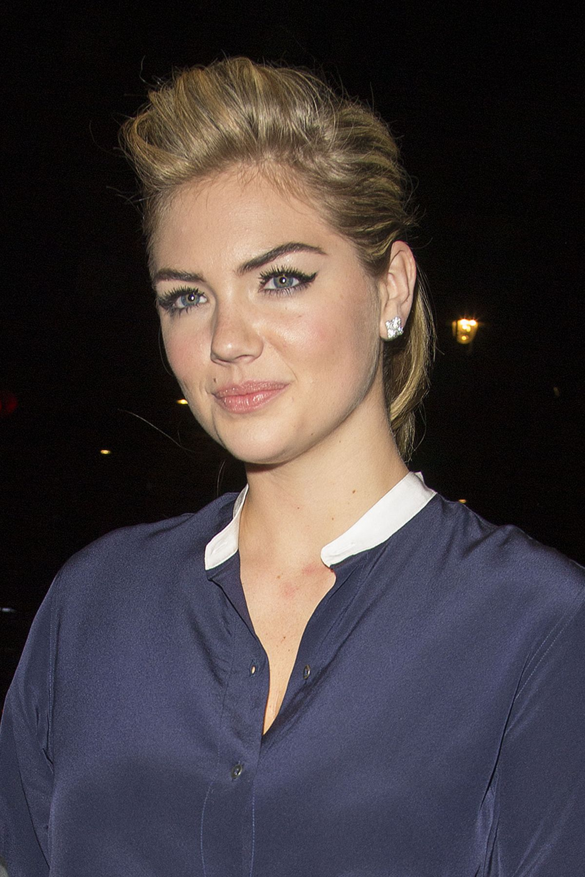 KATE UPTON Back To Her Hotel In London