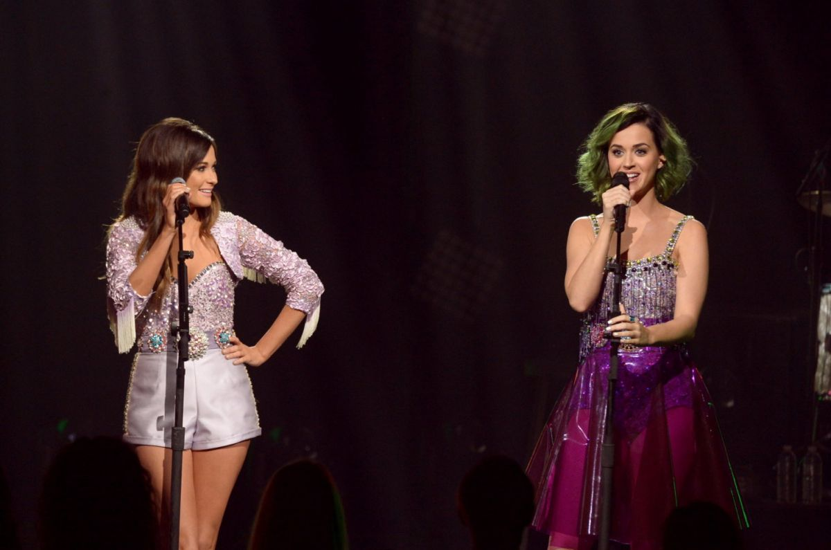 http://www.hawtcelebs.com/wp-content/uploads/2014/04/katy-perry-and-kacey-musgraves-performs-at-cmt-crossroads-in-culver-city_1.jpg