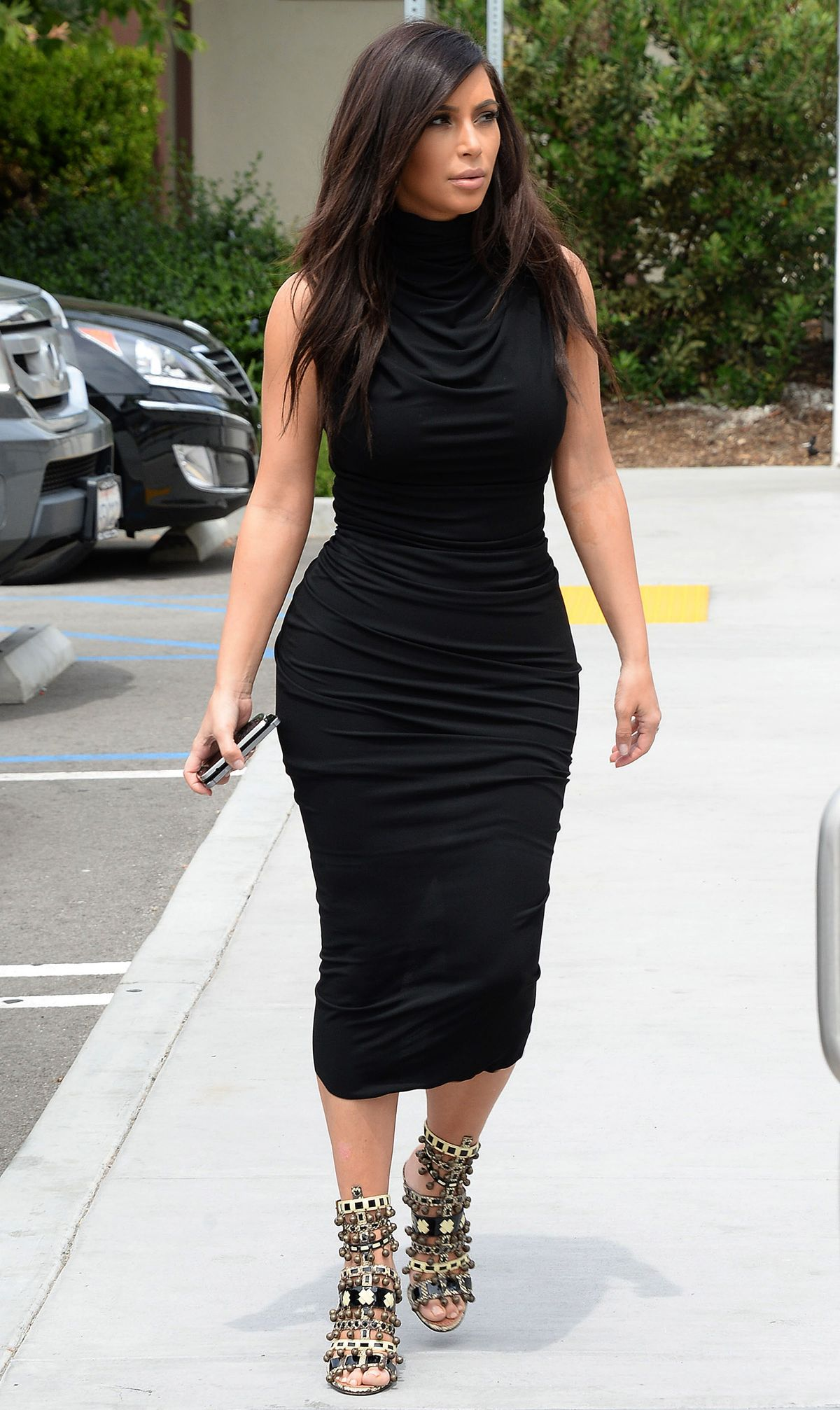 KIM KARDASHIAN on the Set of Keeping Up with Kardashian in Los Angeles