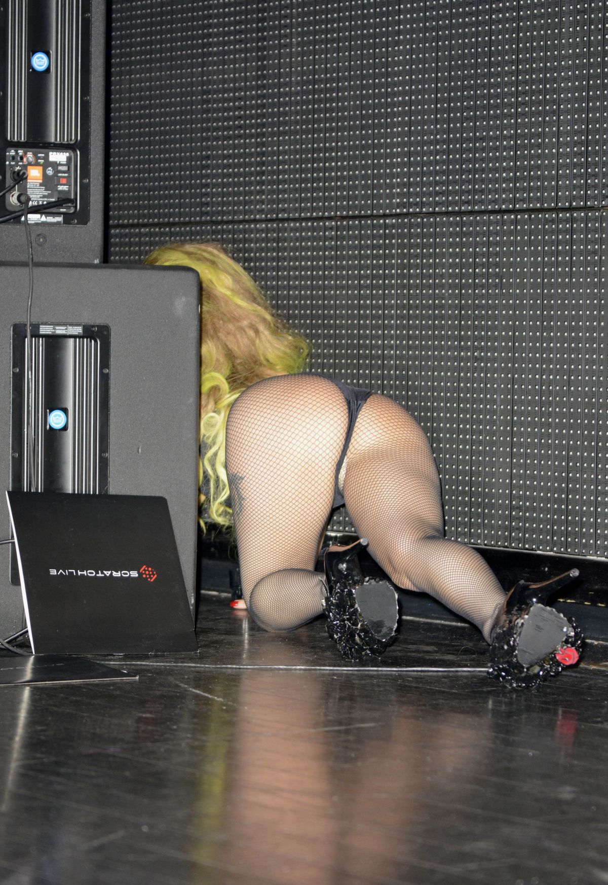 Lady gaga nude showing her pussy porn photo