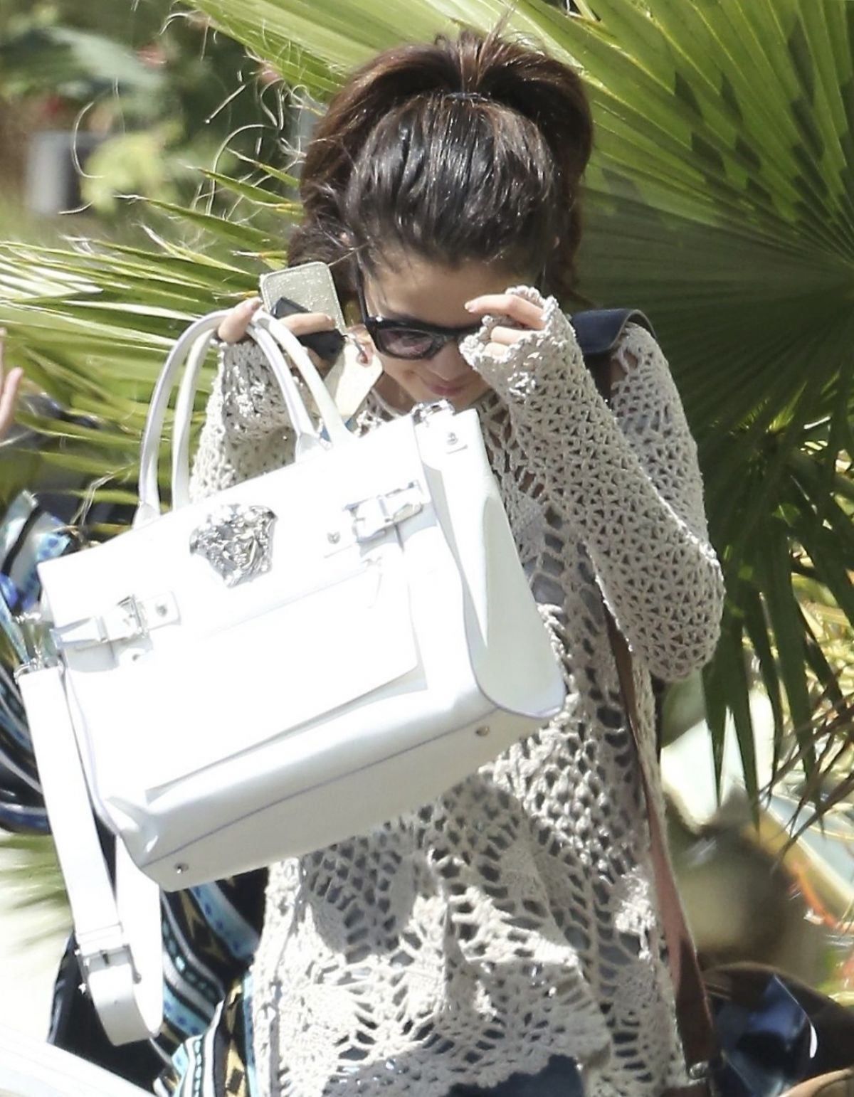 SELENA GOMEZ Leaves Her Lawyer
