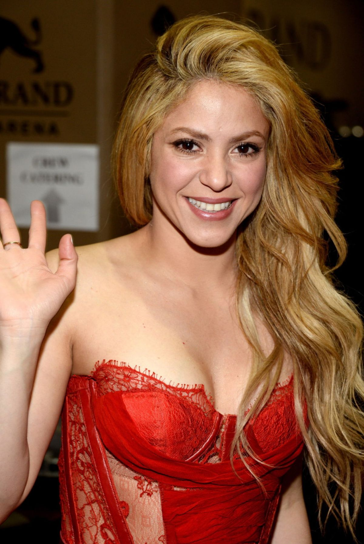 SHAKIRA Performs at 2014 Academy of Country Music Awards - HawtCelebs ... Shakira
