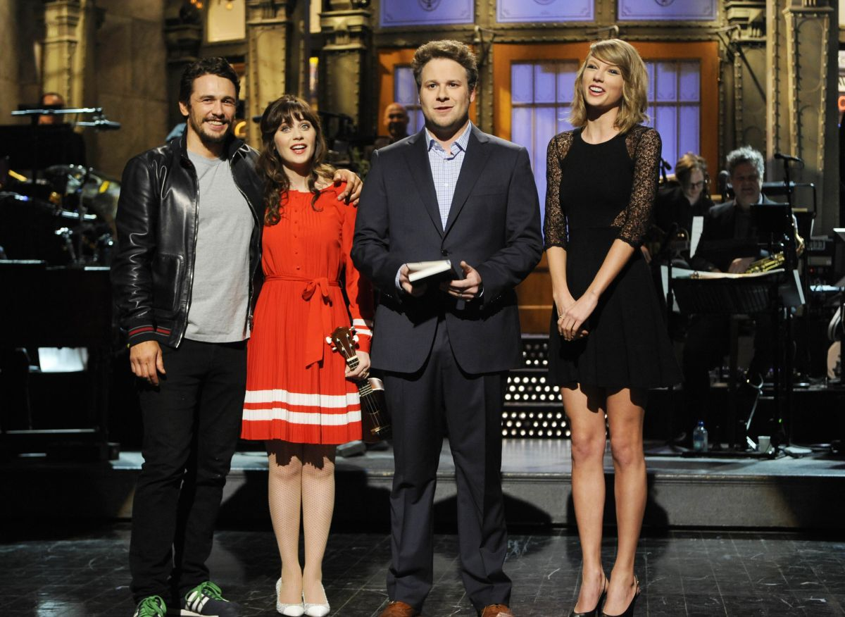 TAYLOR SWIFT and ZOOEY DESCHANEL at Saturday Night Live